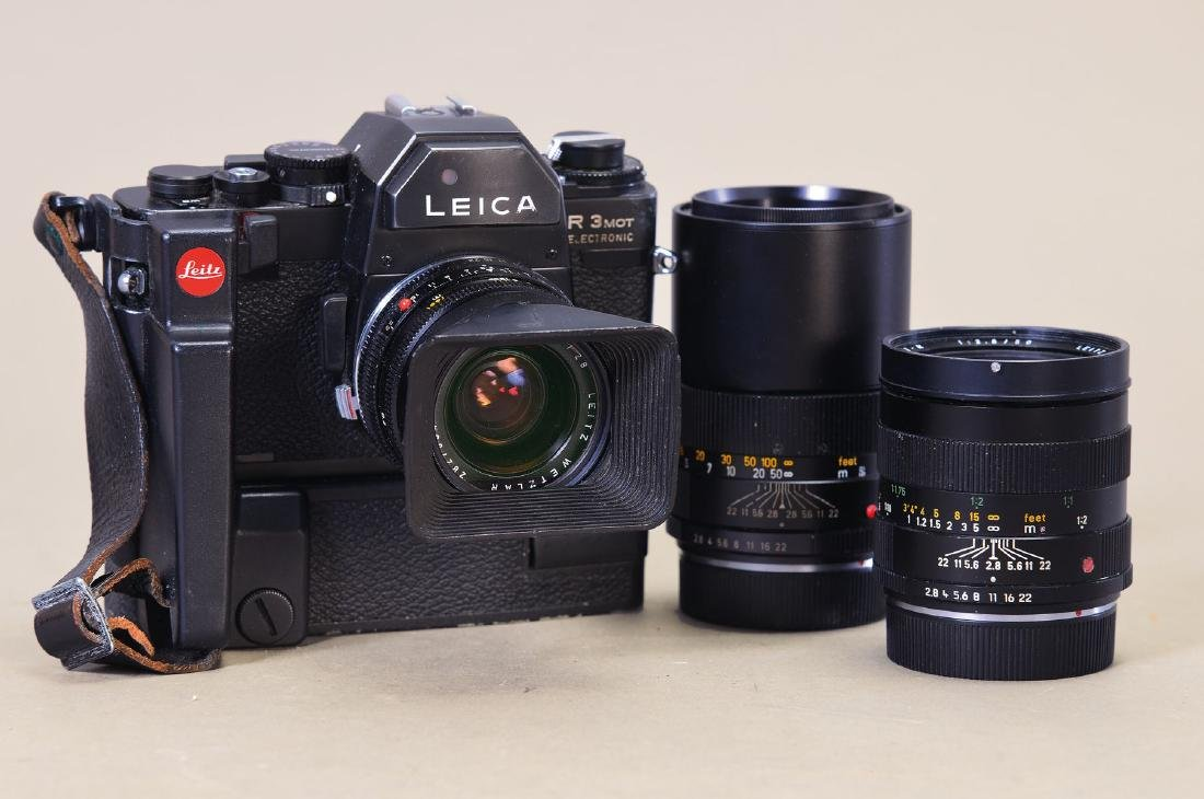 Camera Leica R 3 mot electronic, with three Objectives: