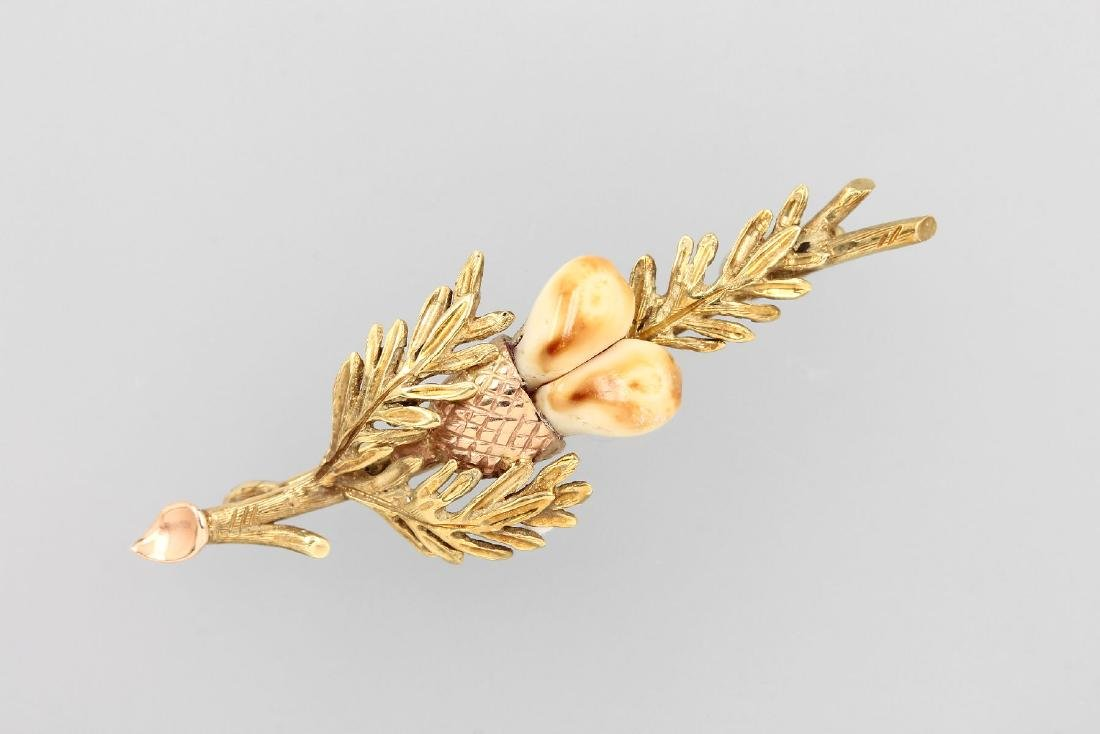 14 kt gold brooch with deer canine
