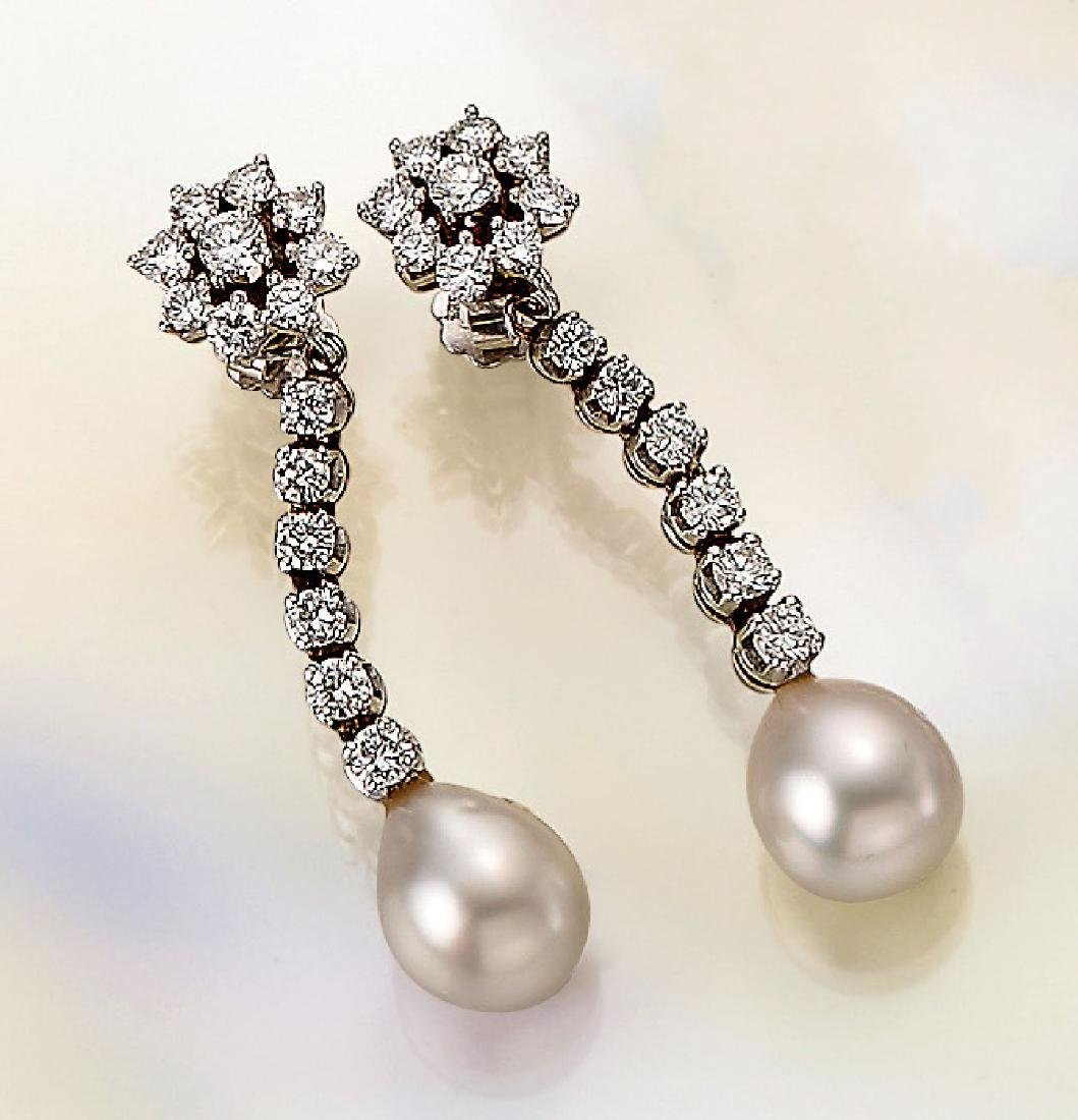 Pair of 14 kt gold earrings with cultured pearls and