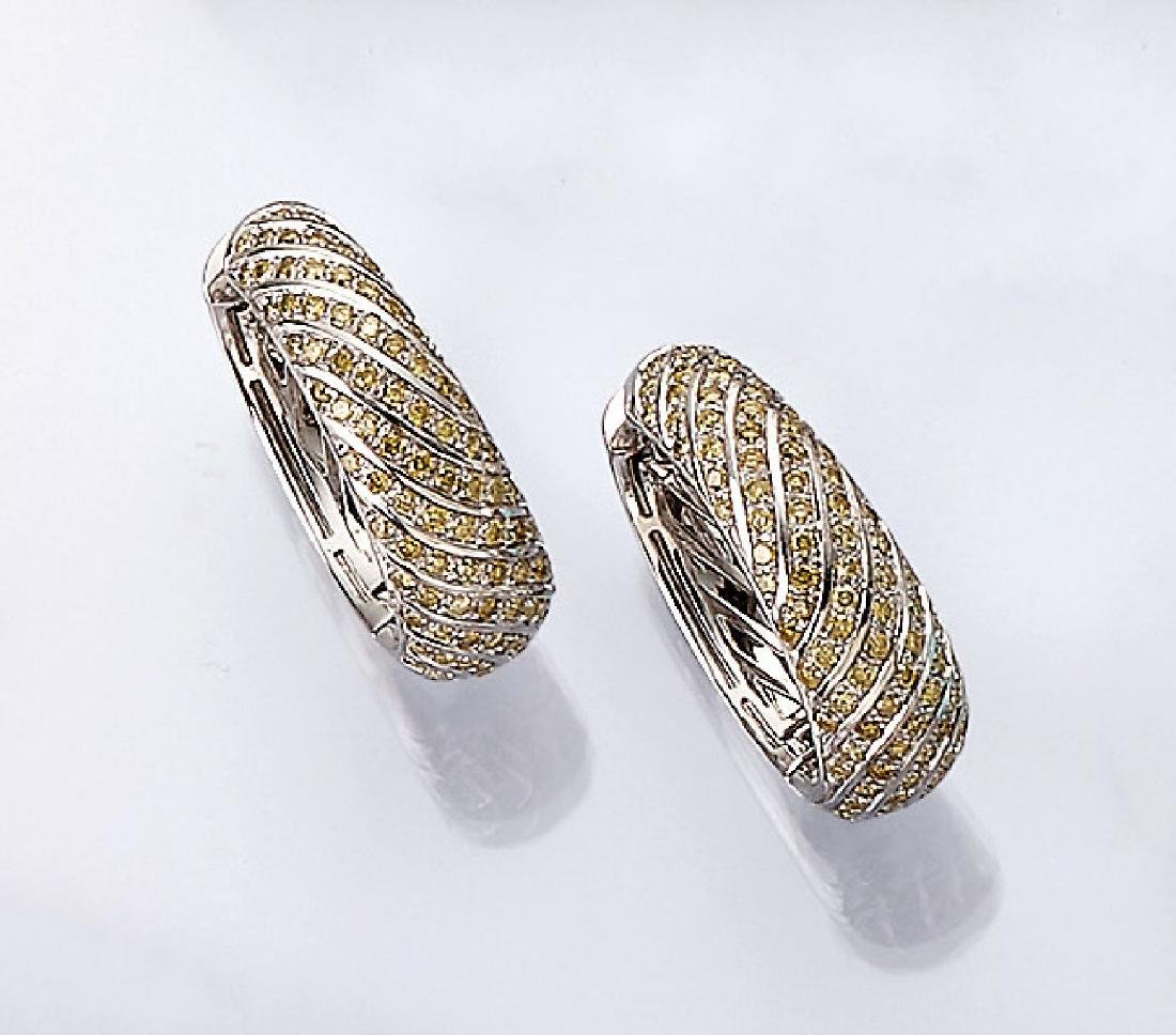 Pair of 18 kt gold VICTOR MAYER hoop earrings with