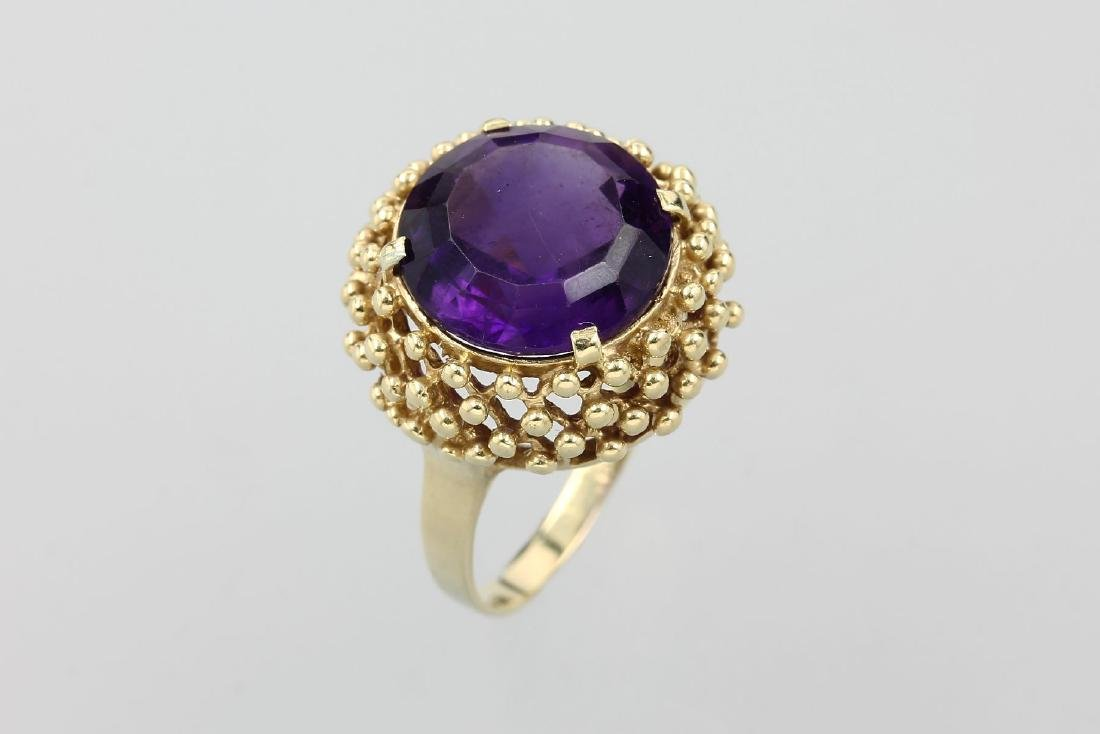 14 kt gold ring with amethyst