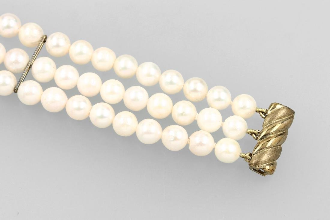 8 kt gold bracelet with cultured akoya pearls