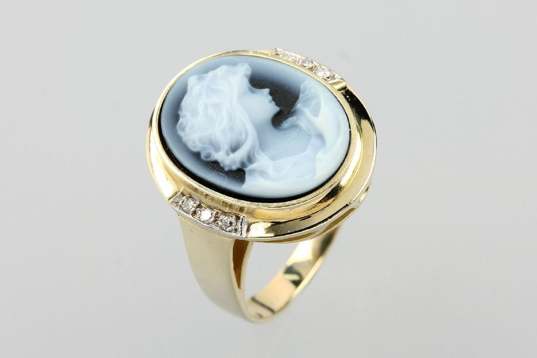 14 kt gold ring with cameo
