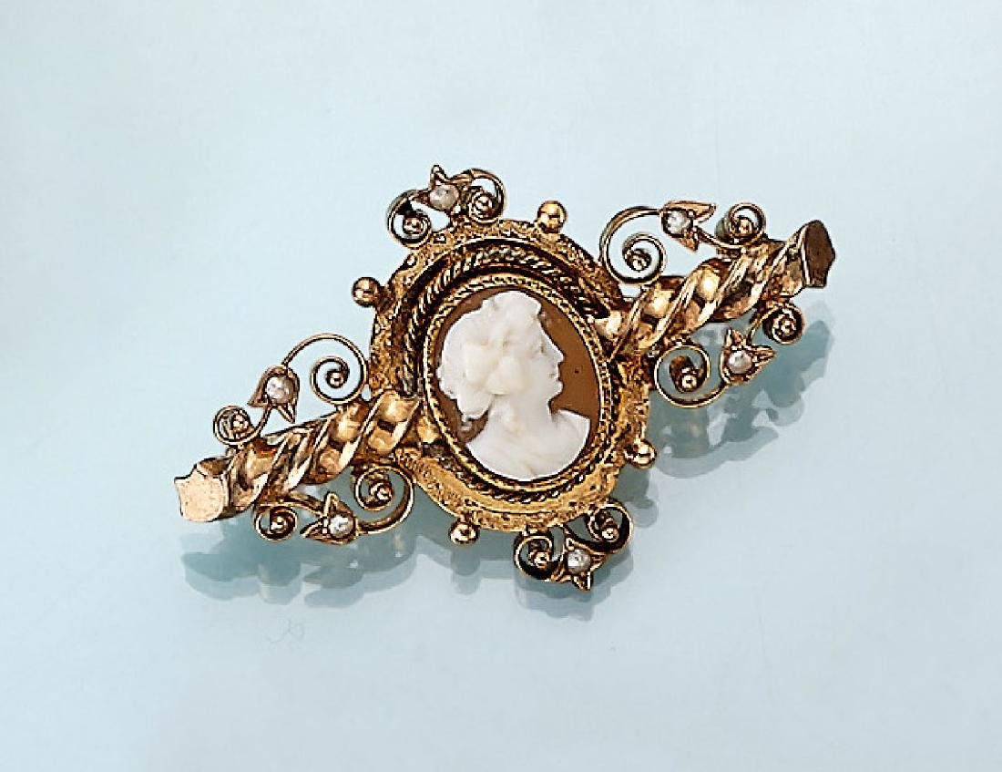 8 kt gold brooch with shell cameo