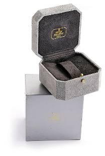 PATEK PHILIPPE Nautilus gray leather box