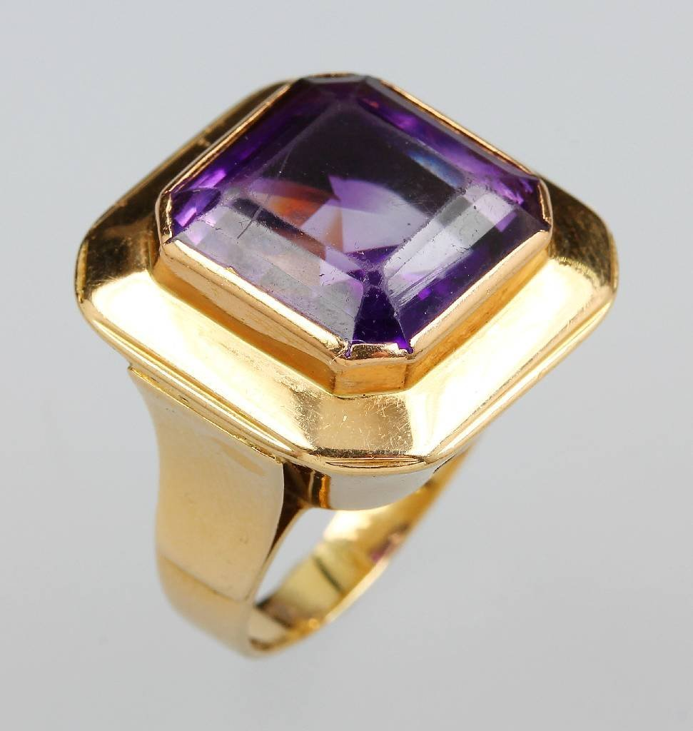 14kt Gold ring with amethyst
