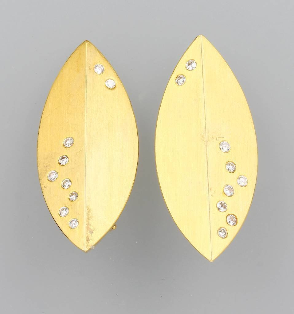 18 kt Gold earclips with brilliants