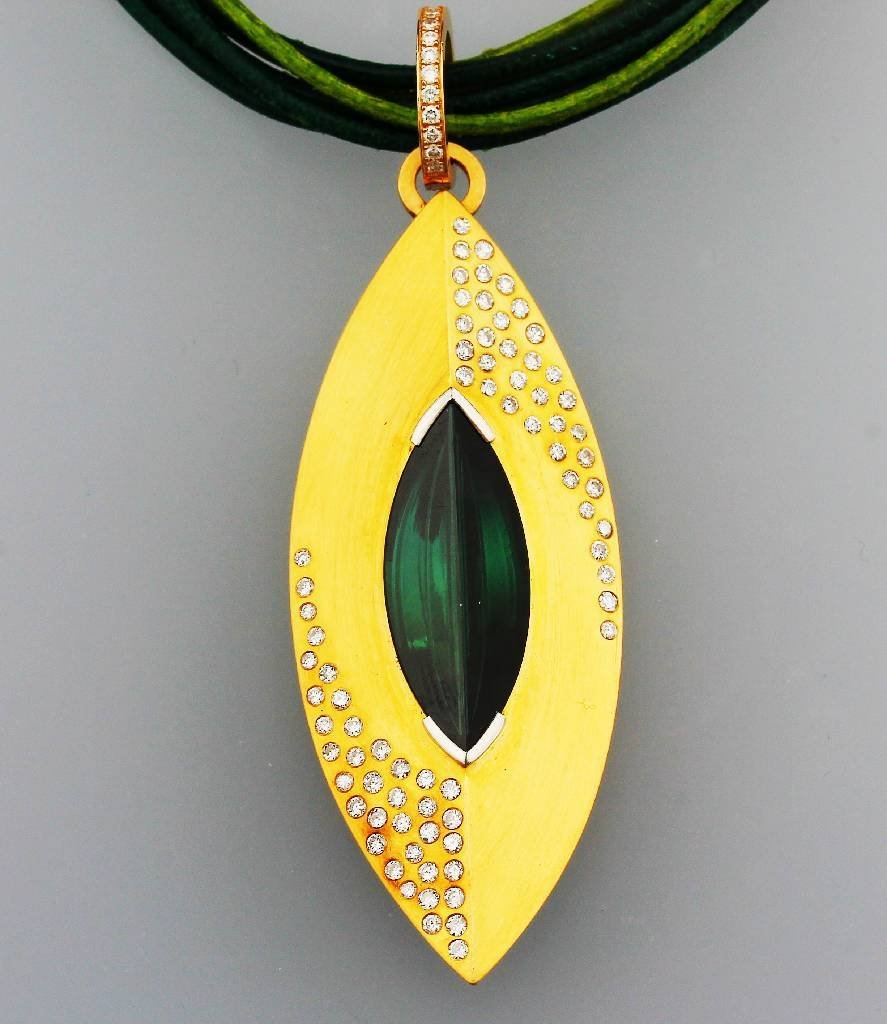 18 kt Gold designer pendant with tourmaline and