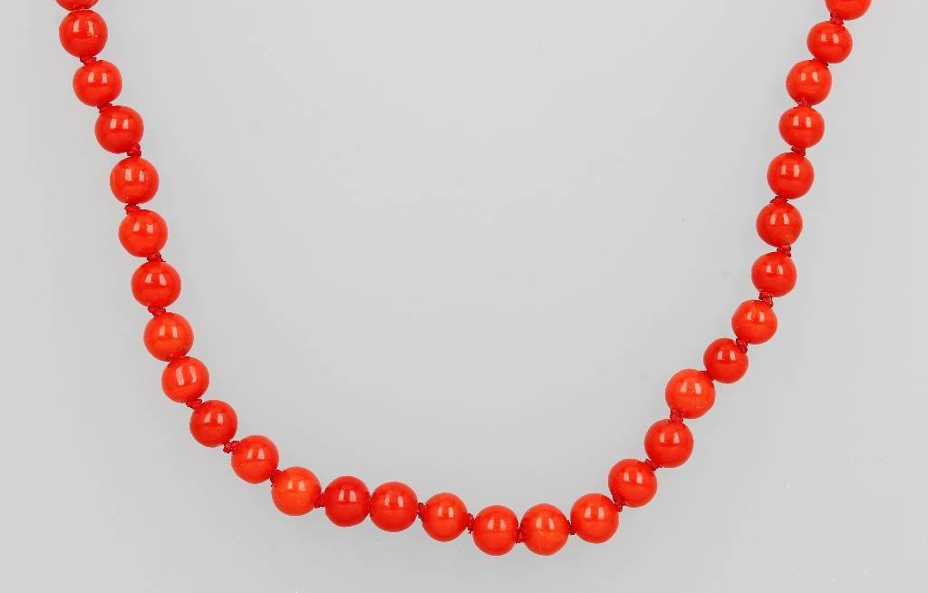 Extra-long necklace with corals, Italy approx. 1900