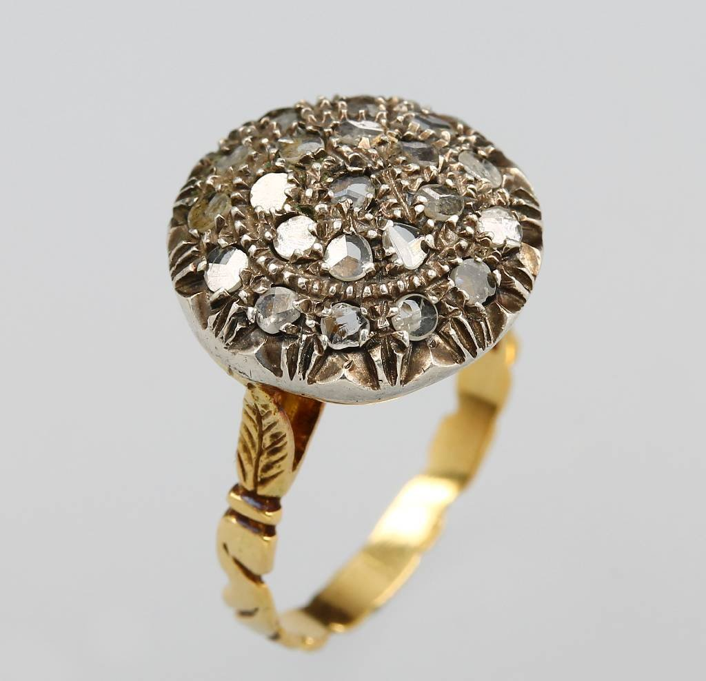 18 kt gold and silver ring with diamonds