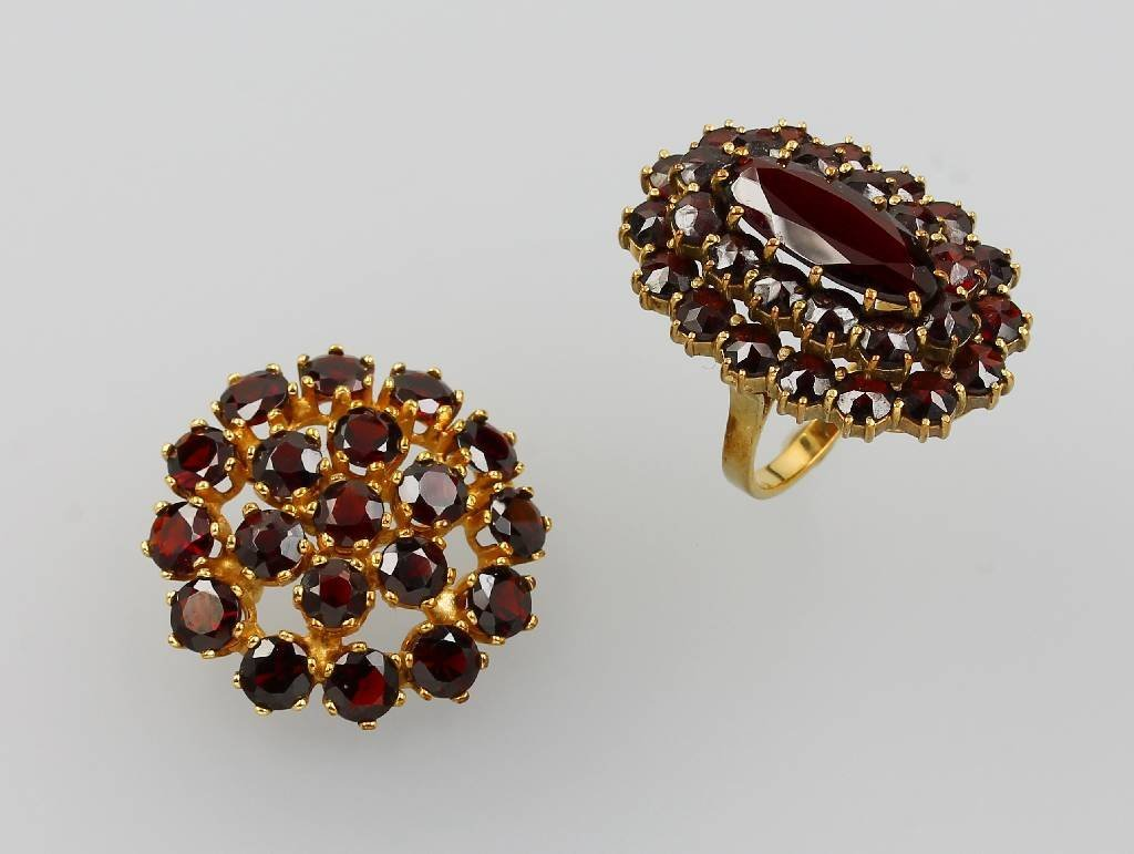 Lot 8 kt gold jewelry with garnets