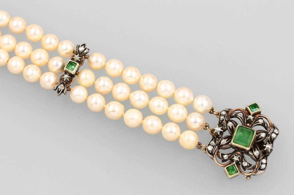 3-row bracelet with pearls, emeralds and diamonds