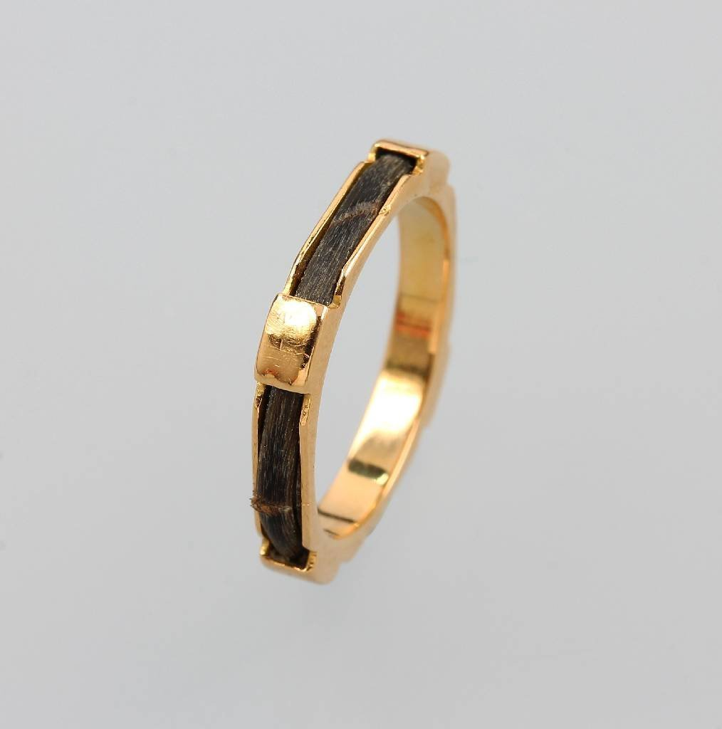 14 kt gold ring with elephant hair, approx. 1880