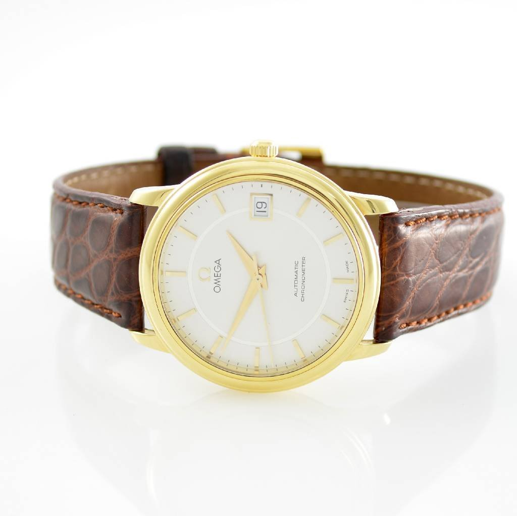 OMEGA 18k yellow gold chronometer gent's wristwatch