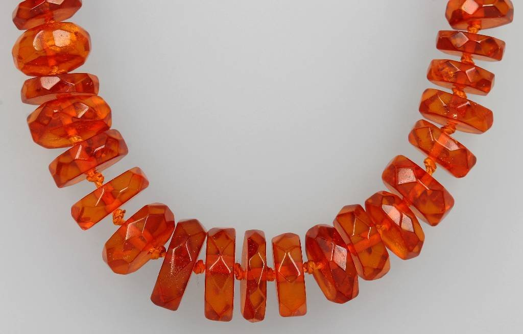 Necklace made of amber, approx. 1930s, bevelled amber