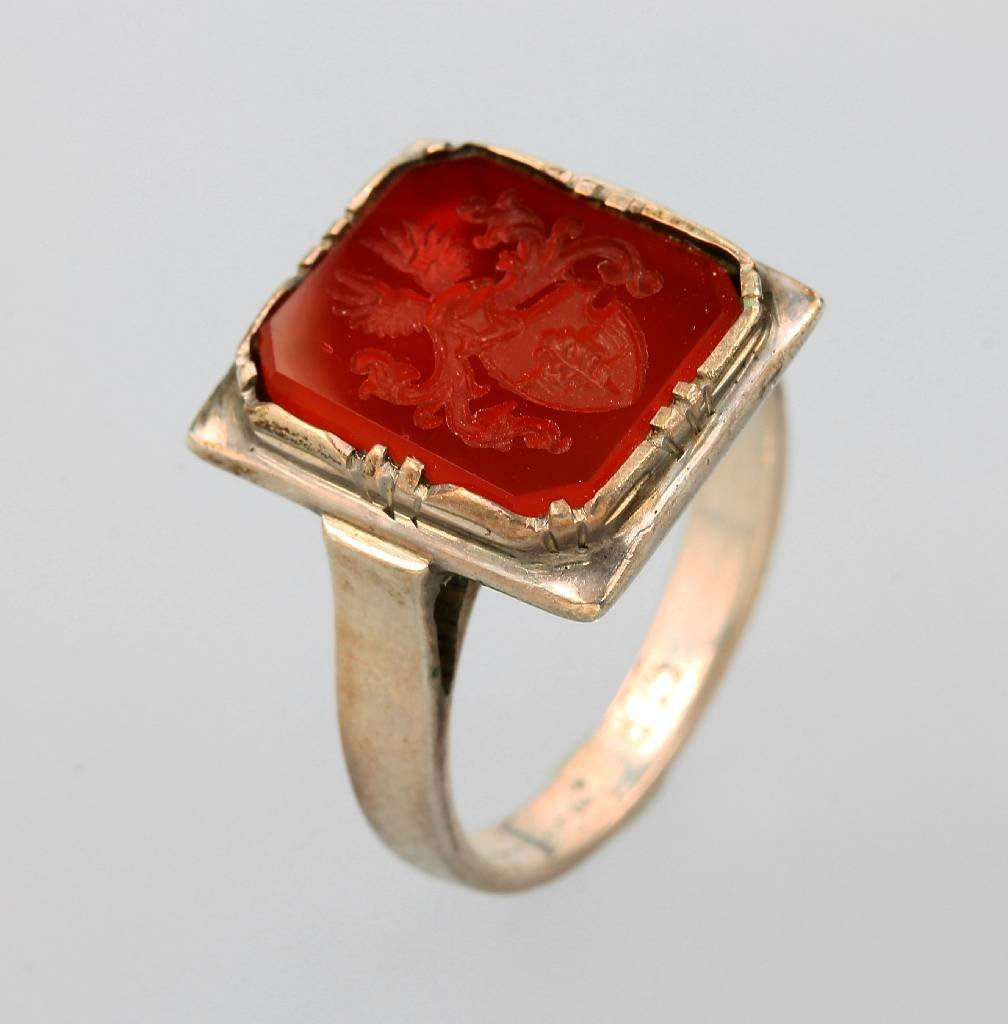 Silver 935 crest ring with carnelian