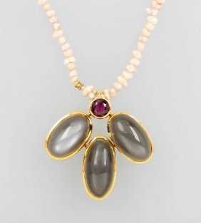 18 Kt Gold Pendant With Moonstones And Garnet