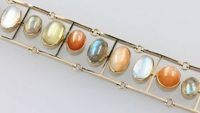 Unusual 18 Kt Gold Bracelet With Moonstones And