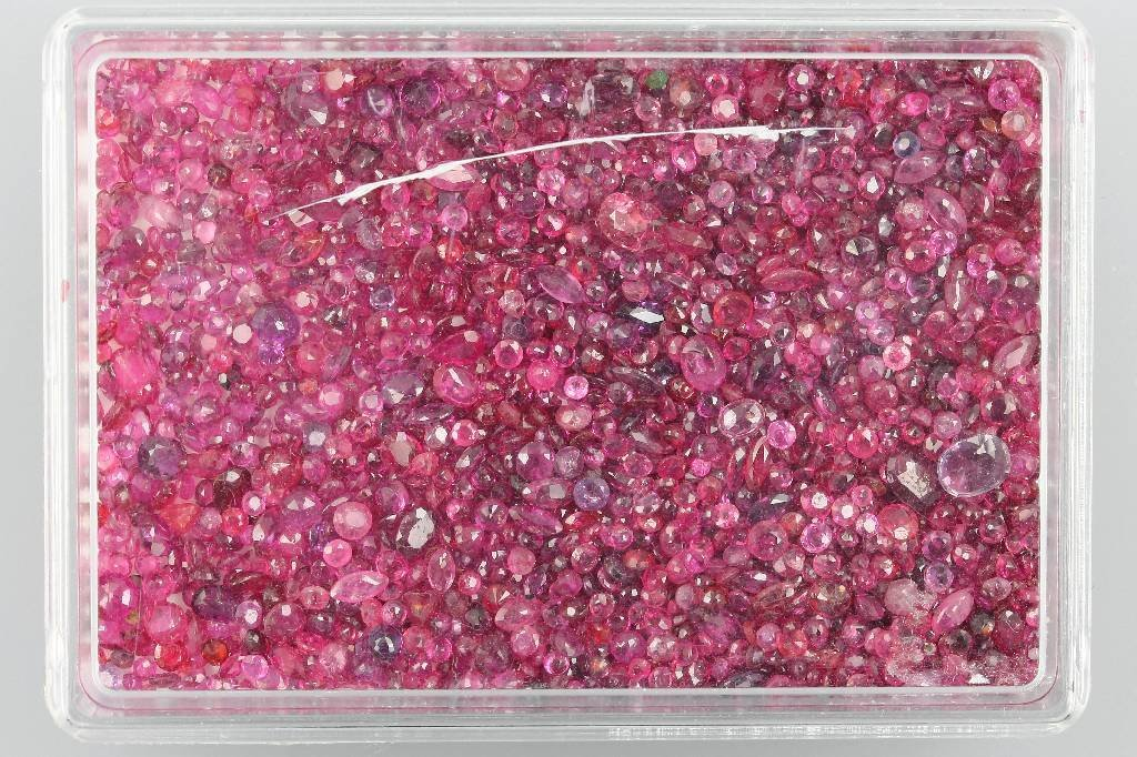Lot loose rubies, total approx. 200 ct