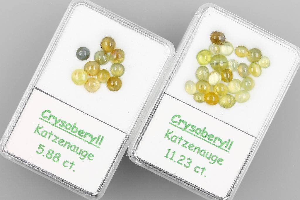 2 boxes with chrysoberyl cat's eyes