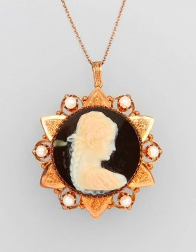 14 Kt Gold Pendant With Agate Cameo,