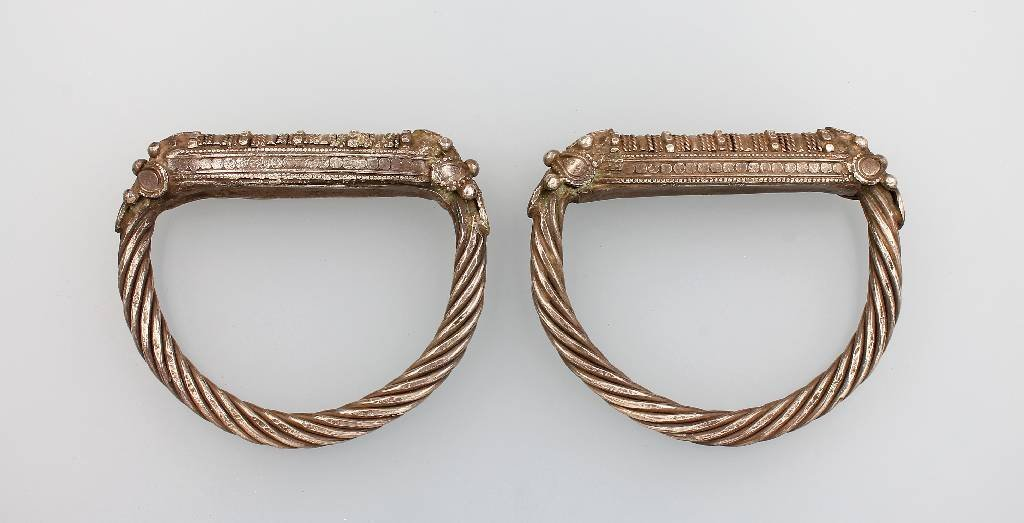2 bangles, Oman/Yemen, approx. 1900, silver, in the