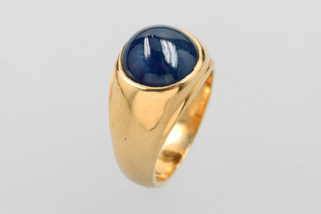 14 kt gold ring with sapphire