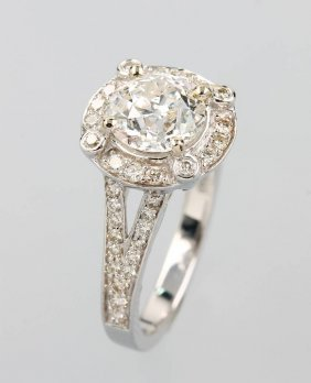 18 Kt Gold Ring With Diamonds,