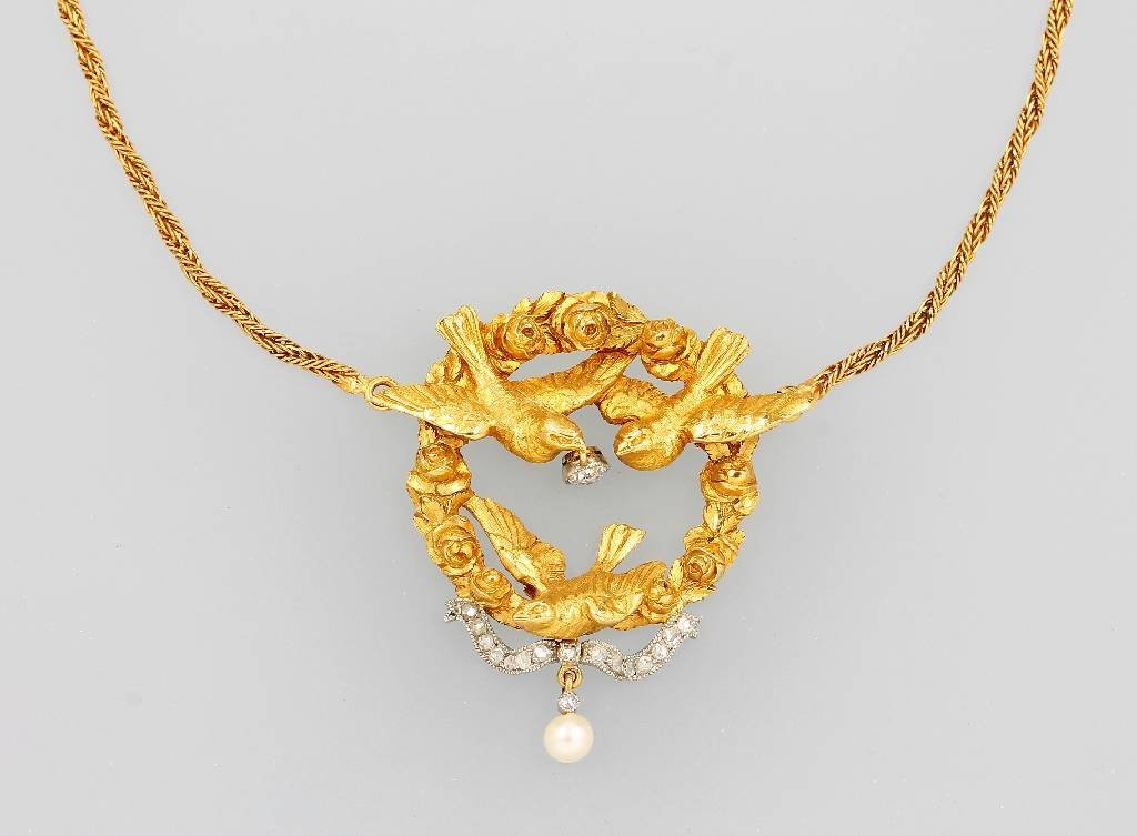 Platinum and 18 kg gold necklace with diamonds