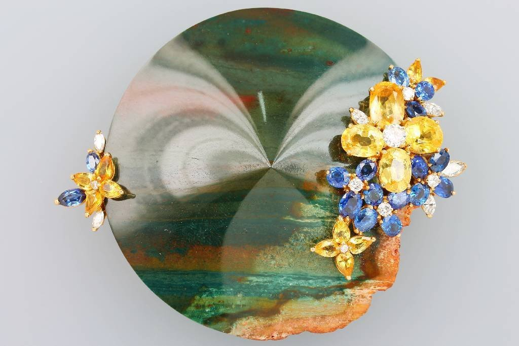 18 kt gold unusual brooch/pendant with sapphires and