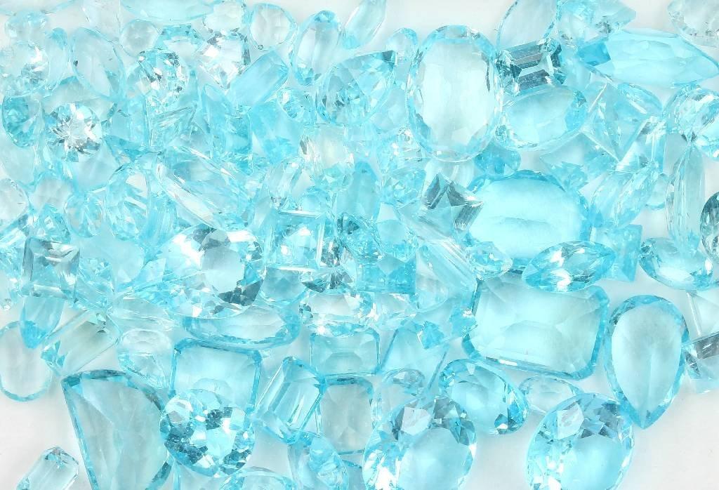 Lot loose bevelled blue topazes