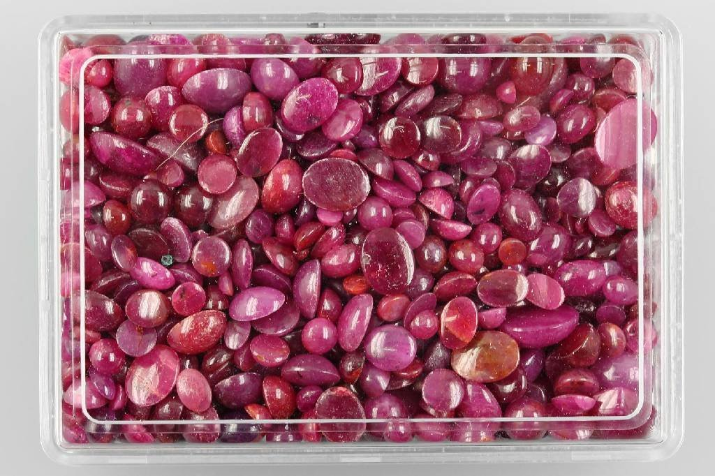 Lot loose ruby cabochons