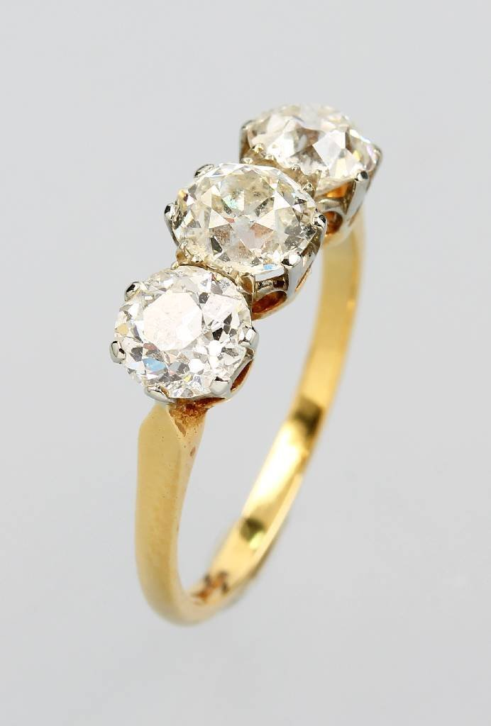 9 kt gold ring with old cut diamonds