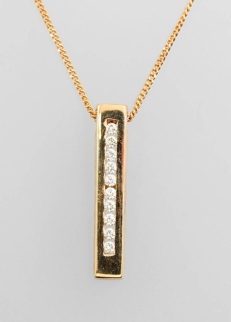 14 kt gold pendant with brilliants