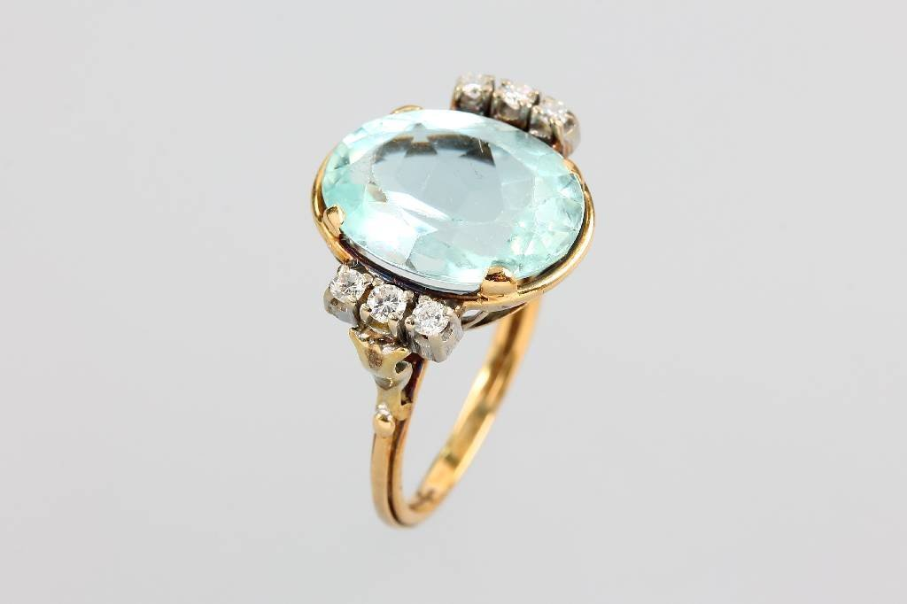 14 kt gold ring with aquamarine and diamonds