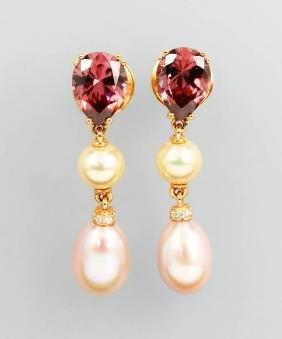 Pair of 18 kt gold earrings with zircones, cultured