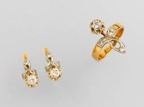 18 kt gold jewelry set with diamonds