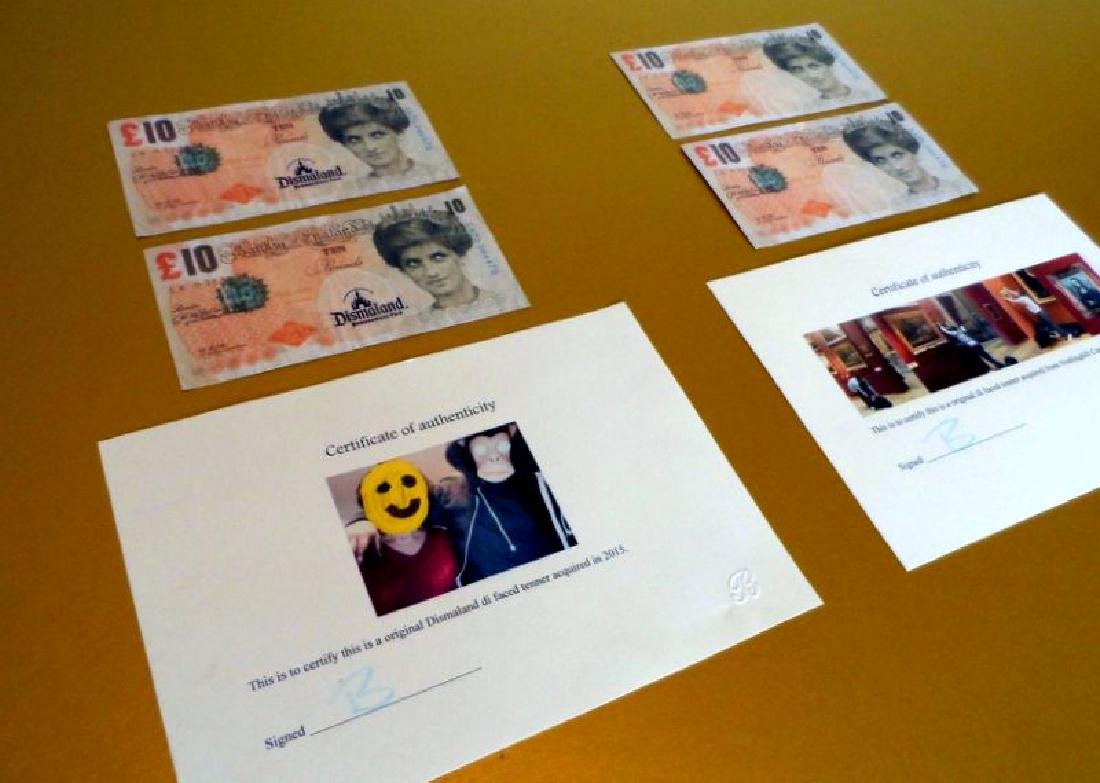 4 BANKSY DI FACED TENNERS Dismaland memrobilia Walled