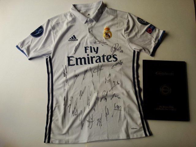 Real Madrid Team siged Jersey Cristiano Ronaldo,.+ COA