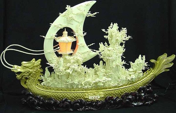 Large Bone Golden Dragon Boat