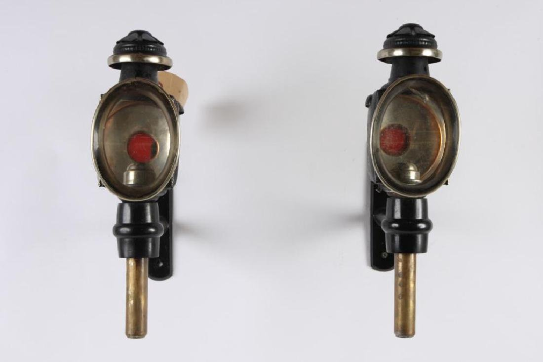 PAIR OF ENGLISH STYLE CARRIAGE LAMPS