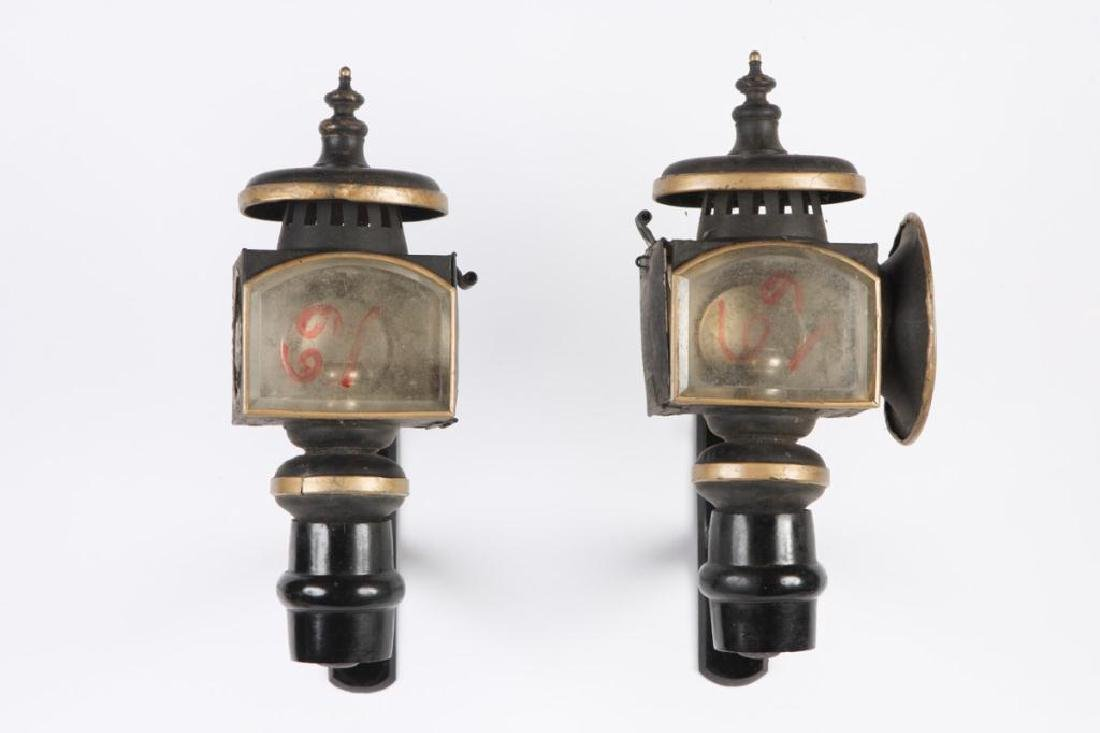 PAIR OF SMALL CANDLE CARRIAGE LAMPS