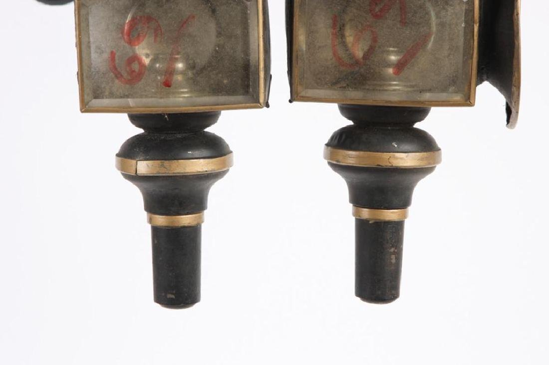 PAIR OF SMALL CANDLE CARRIAGE LAMPS - 2
