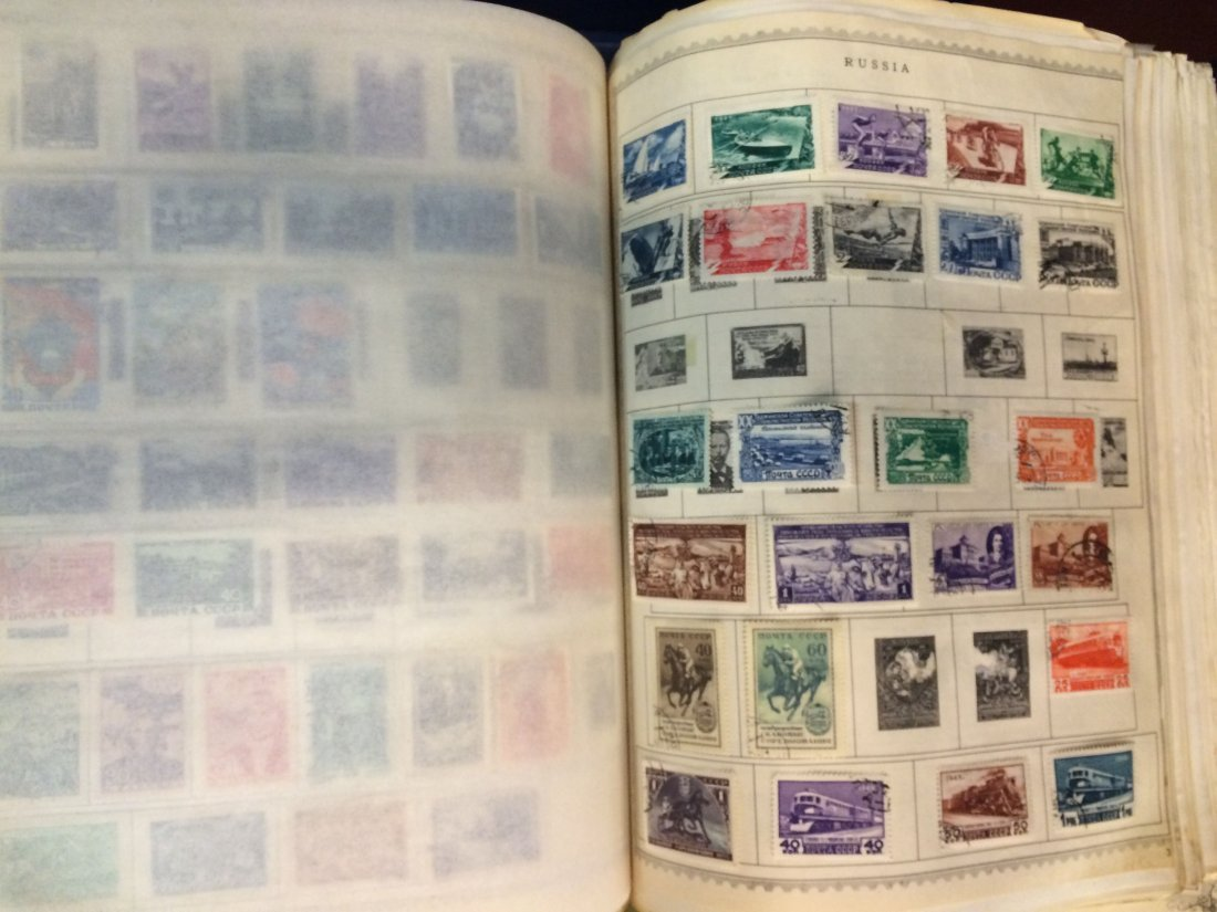 LARGE INTERNATIONAL POSTAGE STAMP COLLECTION - 3