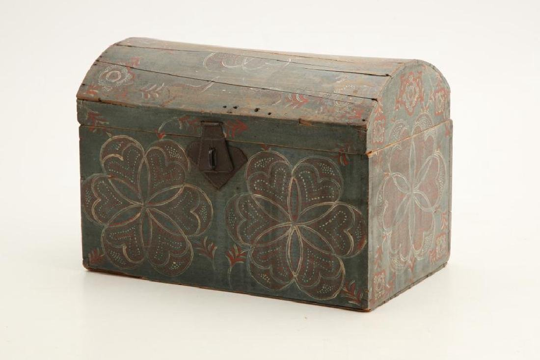PENNSYLVANIA DUTCH COMPASS DECORATED DOME TOP BOX