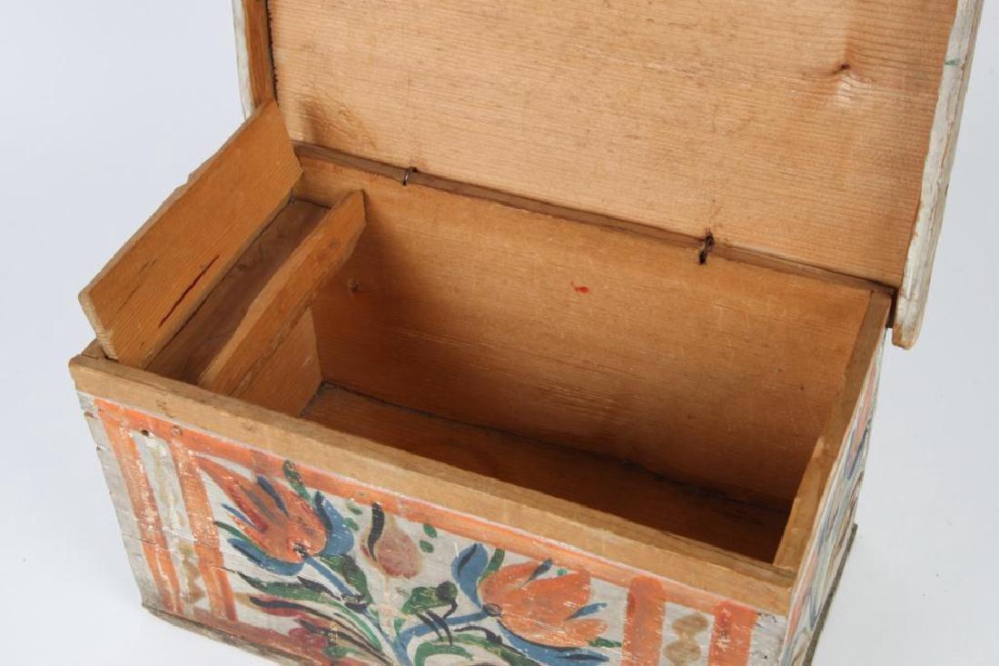 SCANDINAVIAN POLYCHROME BOX with TILL - 2
