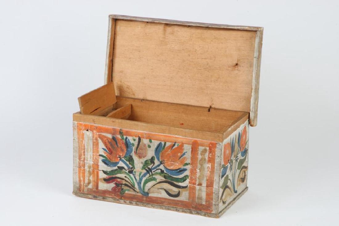SCANDINAVIAN POLYCHROME BOX with TILL - 9