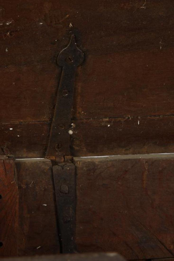 (17th c) SPANISH COLONIAL CHEST - 3