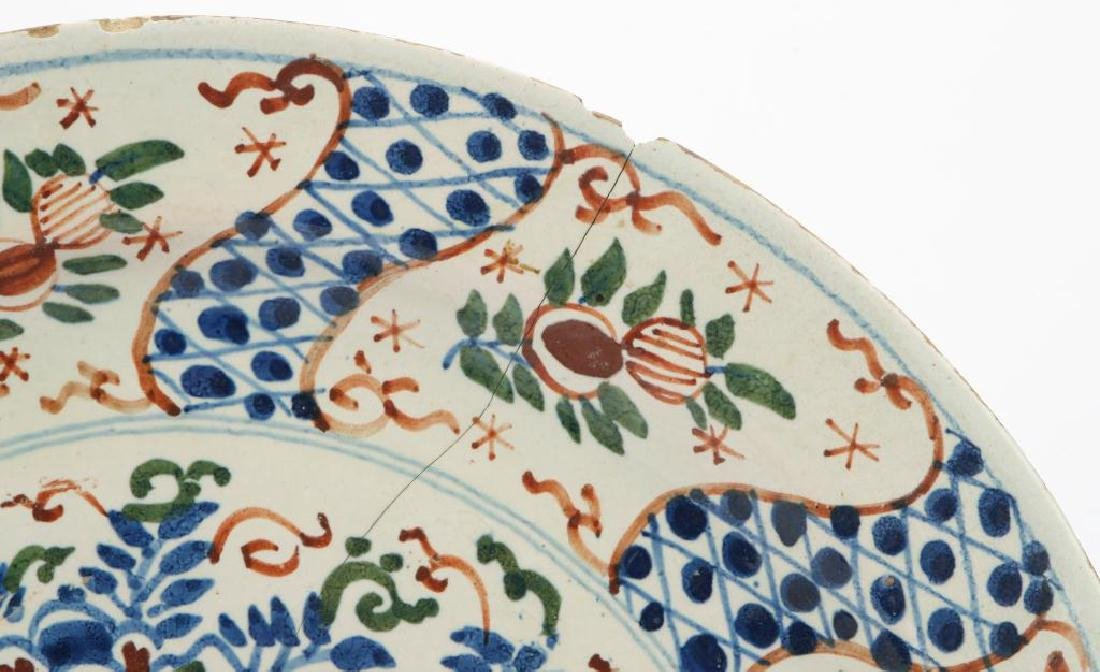EARLY FAIENCE CHARGER - 6