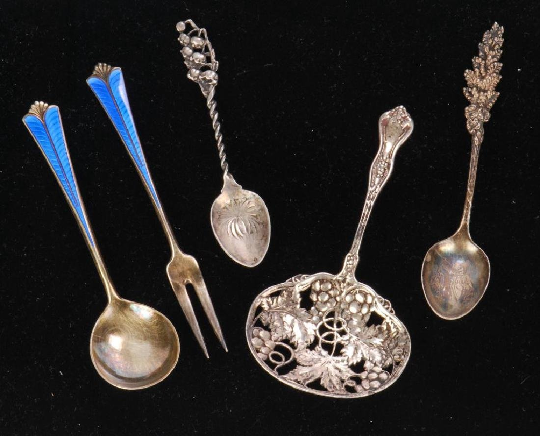 (5) PIECES OF STERLING SILVER / SPOONS AND FORK